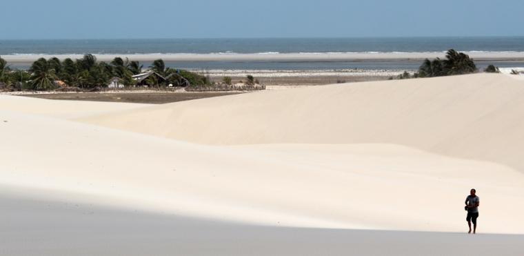 Lors de notre séjour, notre camp de base se situe au Canto dos Lençóis entre dunes et océan.