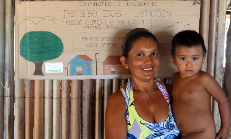 Notre hôte Maria vivant avec sa famille au cœur de l'oasis Baixa Grande