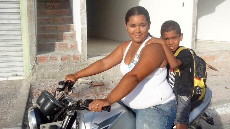 Merci beaucoup à la famille Silva Feitosa, nos hôtes de Paulino Neves : sur la photo Roseane et Guilherme