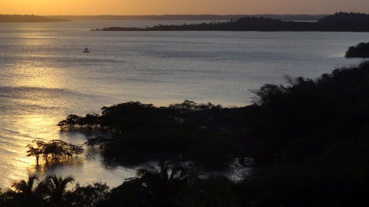 Pôr do sol na Baía de São Marcos. Foto tirada do centro histórico da cidade