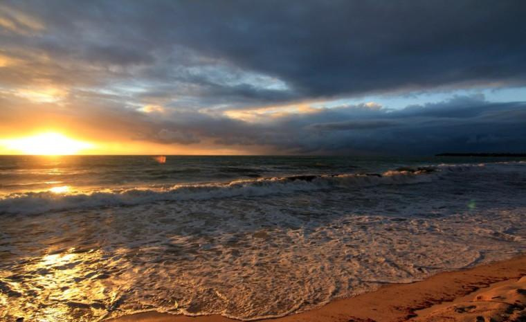 Lever de soleil sur la plage de Carneiros
