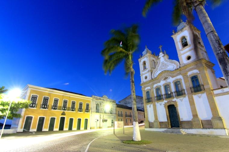 Au XIXe siècle, la famille Lemos cachaient derrière des panneaux de l'église Nossa Senhora da Corrente des esclaves. Le 13 mai 1888, la Loi d'or a mis fin à l'esclavage au Brésil.