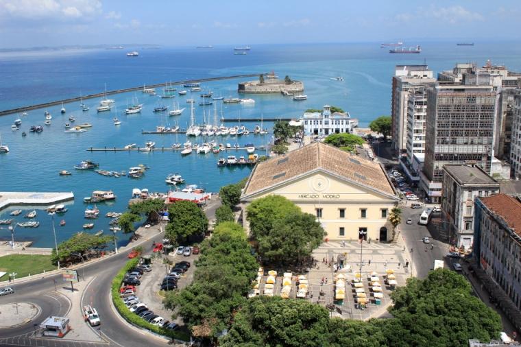 Vue sur le port de Salvador et la baie de Tous les Saints, la plus grande baie au Brésil