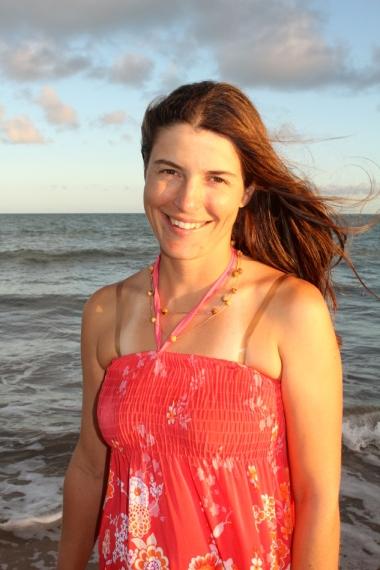 Depois de um bom dia de bicicleta, um banho gostoso e uma caminhada na praia, Vanessa tem por que estar sorrindo!