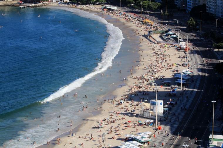 3-Paysage-Eau-Plage-Copacabana-Humains-Foule-RDJ-Rio-de-Janeiro-Bresil©TerraTributa (20)